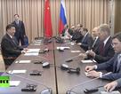 """Ông Tập Cận Bình """"lẻ loi"""" trong cuộc họp với đội ngũ của ông Putin"""