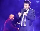 Khán giả lặng đi nghe Phú Quang run rẩy… hát trên sân khấu