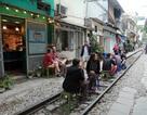 Hà Nội: Dẹp bỏ quán cà phê trên đường ray tàu hỏa