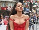 Rihanna bị chê vì váy hở ngực phản cảm