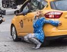 Rita Ora bốc lửa khi quay MV mới