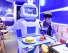 Nhóm bạn trẻ Việt chế tạo robot phục vụ quán cà phê