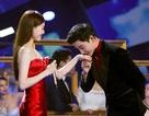 La Tấn hôn tay Đường Yên ngọt ngào