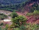 Hơn 200m đường bị cuốn phăng xuống sông