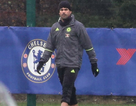 """Hết """"nổi loạn"""", Diego Costa đội mưa tập luyện một mình"""