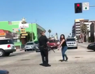 Cảnh sát Mỹ xử lí người chống đối thế nào?