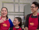 NSND Hồng Vân dạy con trai qua việc… nấu ăn