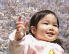 """""""Soi"""" sức khỏe của trẻ sinh vào mùa xuân"""