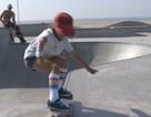 Thán phục bé gái 8 tuổi trượt ván cực siêu nhờ tự học