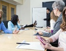 Vì sao không nên sử dụng smart phone khi họp?