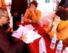 Hàng loạt người giả nhà sư đi xin tiền tại lễ hội