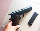 Dùng ma túy, bị đuổi, nam thanh niên rút súng bắn 2 người