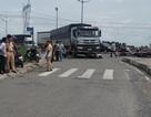 Hai vợ chồng bị xe tải cán chết, con gái 3 tuổi may mắn thoát nạn