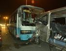 Xe đưa đón công nhân húc đuôi ô tô, 1 người chết, 6 người bị thương