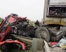 Xe tải đối đầu, canbin nát bét, tài xế thoát chết trong gang tấc