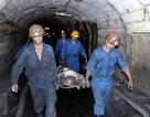 Bục túi nước hầm lò, một công nhân đang mắc kẹt