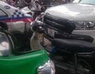 Hà Nội: Ô tô bán tải đâm hàng loạt xe, 2 người bị thương
