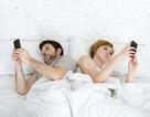 Vợ chồng hục hặc chỉ vì... cái smartphone