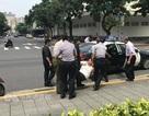 Người đàn ông cầm cờ Trung Quốc tấn công văn phòng lãnh đạo Đài Loan