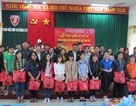 Quảng Trị: Trao tặng quà và vé xe cho sinh viên nghèo về quê đón Tết