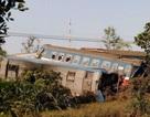 Tàu hỏa tông xe ben, 3 người chết, 5 toa trật đường ray