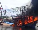 Đục boong cứu tàu cá hơn 6 tỷ đồng bốc cháy ngùn ngụt