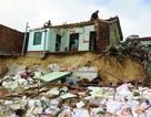 Sau bão, dân lại bị triều cường đánh sập nhà