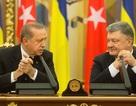 Tổng thống Thổ Nhĩ Kỳ ngủ gật khi họp với lãnh đạo Ukraine