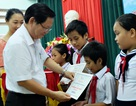 Đà Nẵng: Trao học bổng giúp học sinh vượt khó học tốt