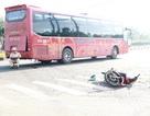 Hai mẹ con bán rau bị thương sau cú va chạm với xe khách