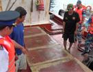 Cảnh sát biển 4 bắt giữ thêm 1 tàu chuyển 30.000 lít dầu trái phép