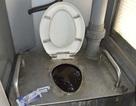 Phản cảm nhà vệ sinh lộ thiên trên tàu khách Bắc - Nam