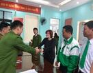 Công an Thanh Hóa giúp du khách nước ngoài tìm lại đồ đánh mất