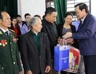 Bộ trưởng Đào Ngọc Dung: Tặng quà đối tượng chính sách ở Nhân Mỹ, Hà Nam