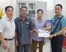 Trao hơn 30 triệu đồng đến chị Phạm Thị Hoa