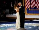 Vợ chồng tân Tổng thống Trump tình tứ trong tiệc khiêu vũ ăn mừng