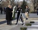 Tổng thống đắc cử Trump đặt vòng hoa tại nghĩa trang quốc gia