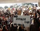 Canada tiếp nhận những người mắc kẹt vì bị cấm nhập cảnh vào Mỹ