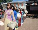 Đoàn sứ quán Việt Nam tham gia Lễ hội mùa Xuân tại Brussels