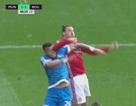 Bị giẫm lên đầu, Ibrahimovic trả đũa thô bạo