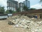 Hà Nội: Dân kêu trời vì bãi tập kết rác thải xây dựng trên vỉa hè