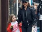 Victoria Beckham nổi bật khi ra phố cùng con gái