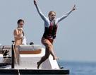 """Con gái Steve Jobs mặc bikini khoe dáng """"nóng bỏng"""" trong kỳ nghỉ hè"""