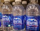 Dân Mỹ bỏ gần 64 USD mua 3 lít nước khoáng để dự trữ trước bão
