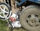 Hà Nội: Xe CSGT bị công nông cán bẹp dúm