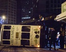 Lật xe điện ở Hong Kong, 13 người bị thương