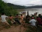 Ô tô lao xuống hồ thủy điện Sơn La, 2 người tử vong