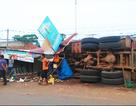 Xe tải tông sập 5 ki ốt, 3 người bị đá đè trọng thương