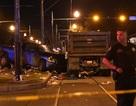 Xe tải lao vào đám đông ở Mỹ, 28 người bị thương