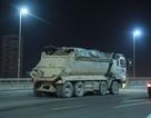 """Công an mật phục, bắt 4 xe tải """"rải"""" đất trên cầu Nhật Tân"""